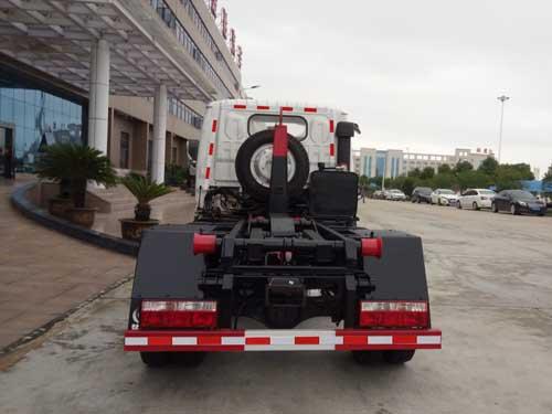 东风多利卡车厢可卸式垃圾车(2-3方钩臂式垃圾车)